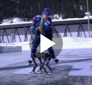 Roboter und Eishockeyspieler