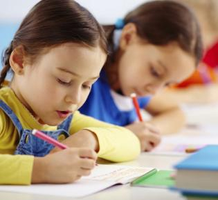 Schreibende Grundschüler