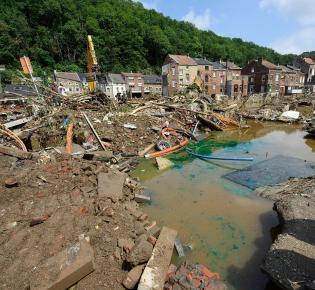 Trümmer nach der Starkregen-Katastrophe im belgischen Pepinster nahe Lüttich, Juli 2021