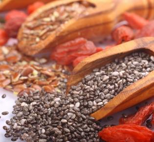 Beispiel sogenannter Superfoods wie Chiasamen oder Goji-Berren