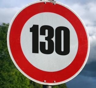 Verkehrsschild Zulässige Höchstgeschwindigkeit130 km/h