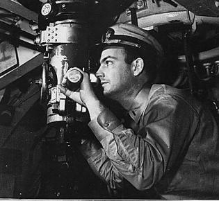 U-Boot-Kommandant am Periskop, 1942