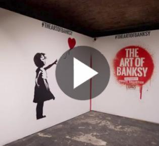 Mädchen mit Luftballon von Banksy in einer Ausstellung des Künstlers