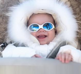Baby in Winterkleidung