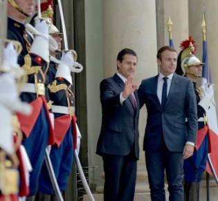 Der mexikanische Präsident Enrique Peña Nieto und Emmanuel Macron während eines Staatsbesuches in Paris, 2017