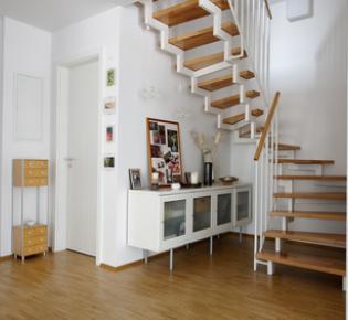 Blick auf die Treppe einer Maisonette-Wohnung