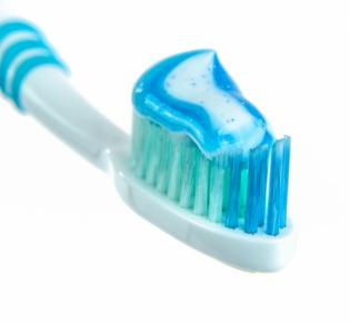 Zahnbürste mit Zahnpasta