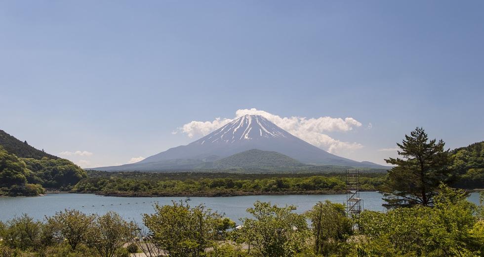 Blick vom Shoji-See auf den Fuji