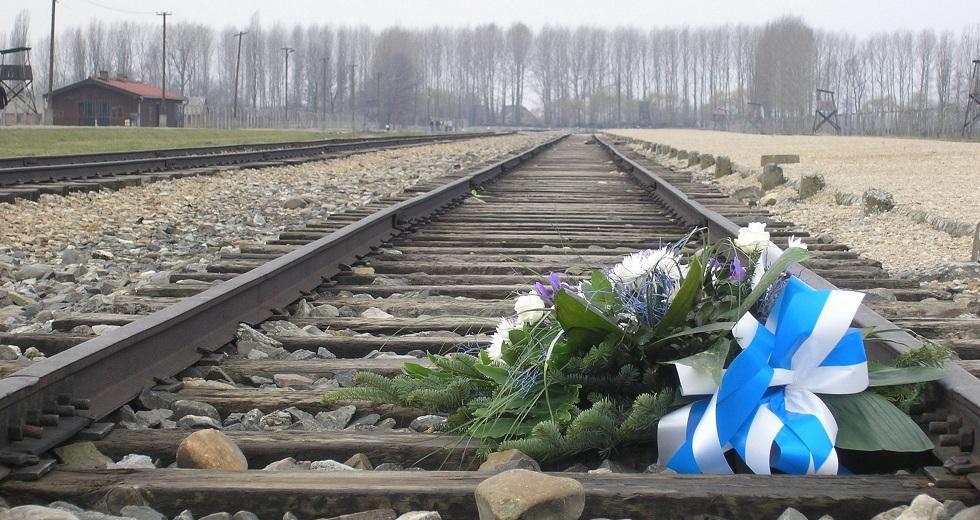Schienenstrecke vor dem heutigen Staatlichen Museum Auschwitz