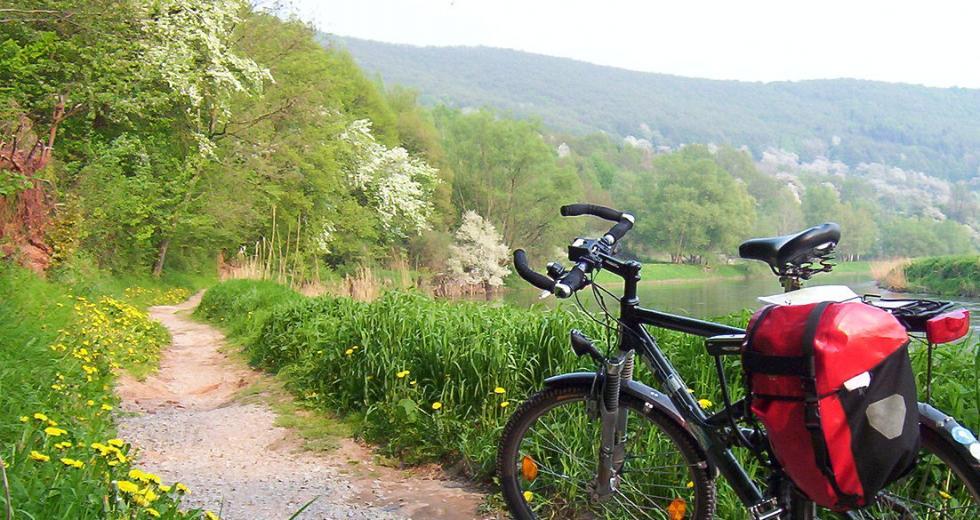 Fahrrad auf dem Werra-Radweg bei Lindewerra
