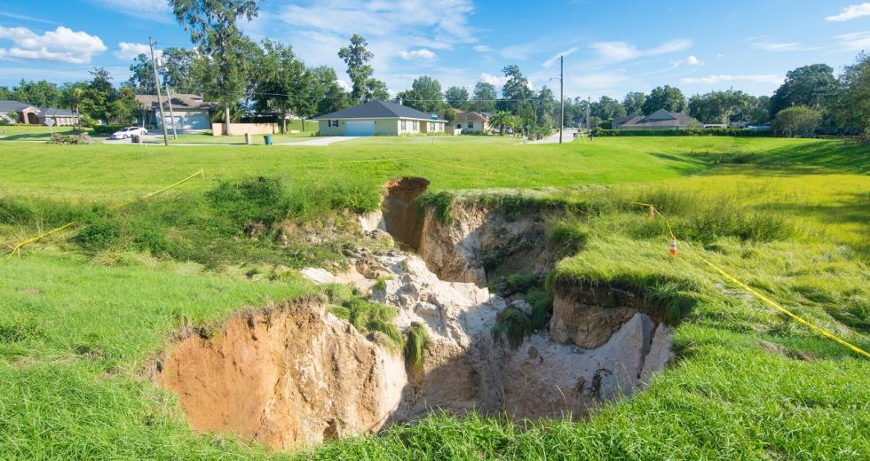 Sinkhole in der Nähe eines Wohngebietes in Florida