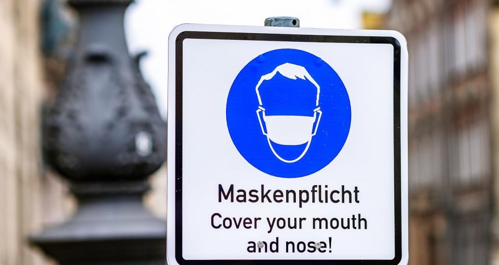 Hinweisschild auf Maskenpflicht