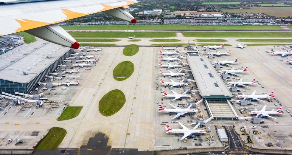 Blick auf Terminal 5 des Flughafens London Heathrow
