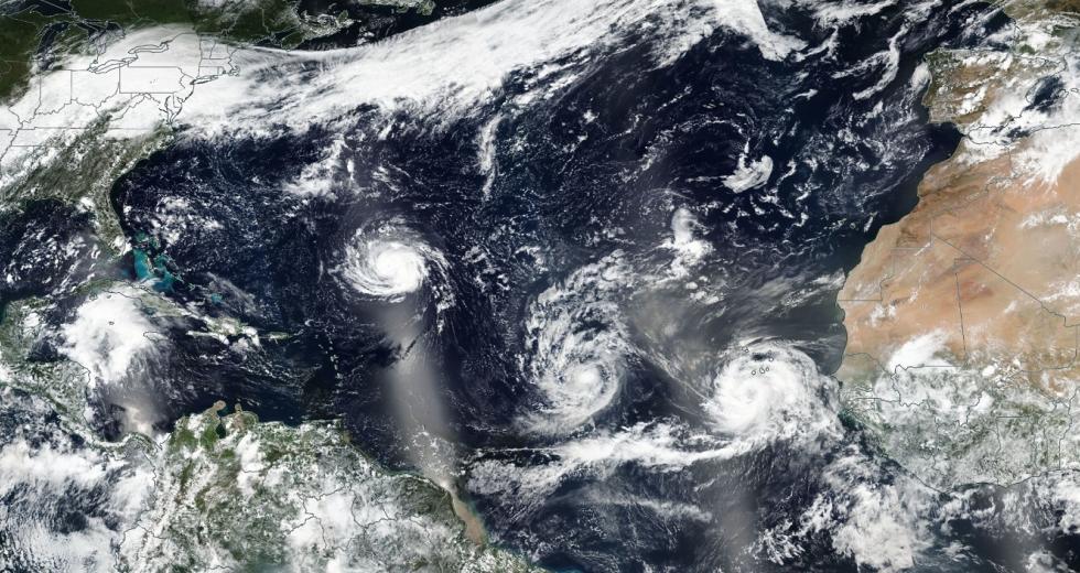 Drei tropische Wirbelstürme über dem Nordatalantik, Satellitenaufnahme von 9.9.2018