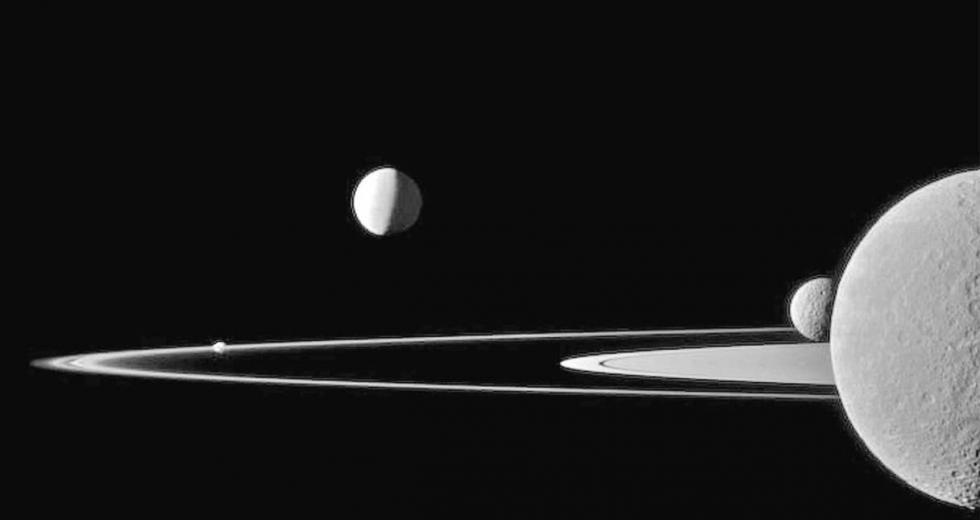 Saturnringe und -monde