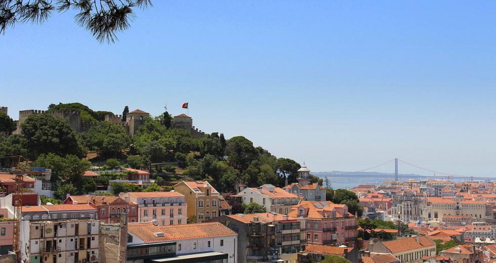 Miradouro da Graça, Blick zum Castelo de Sao Jorge über Lissabon