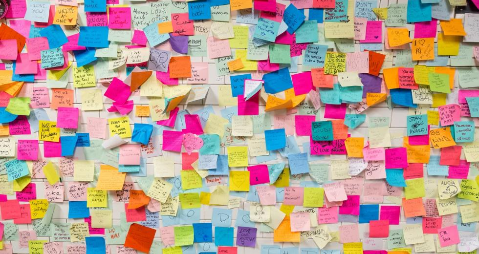Post-It-Wand in einem New Yorker U-Bahnhof