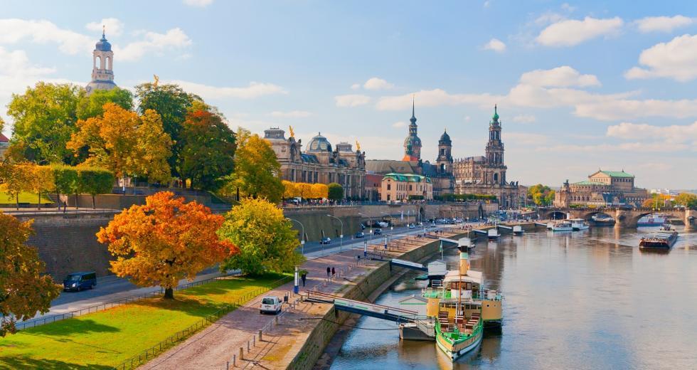 Herbstliches Elbufer in Dresden