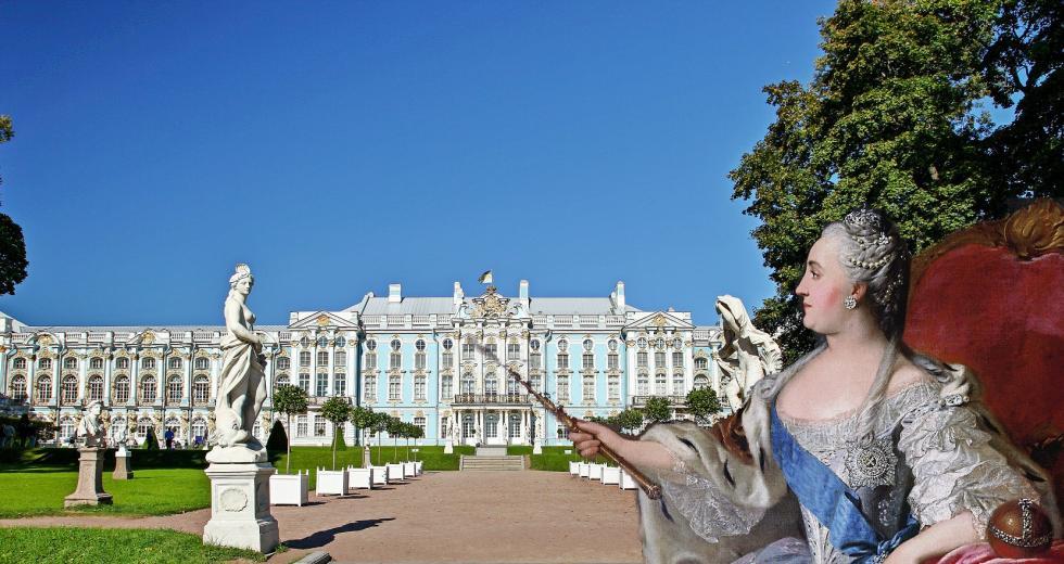 Zarin Katharina II. vor der Ostfassade des Katharinenpalastes in Puschkin