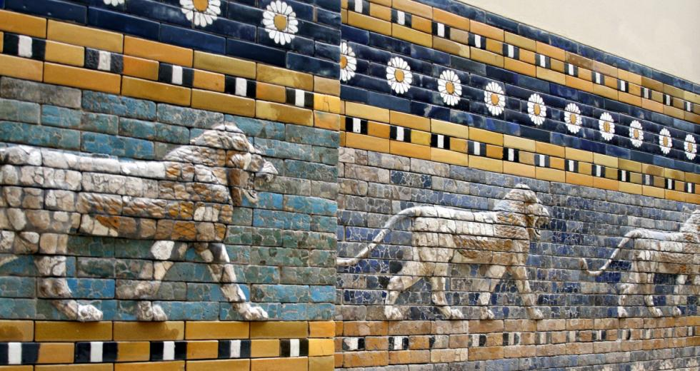 Löwenfries der Prozessionsstraße von Babylon im Pergamon-Musuem, Berlin