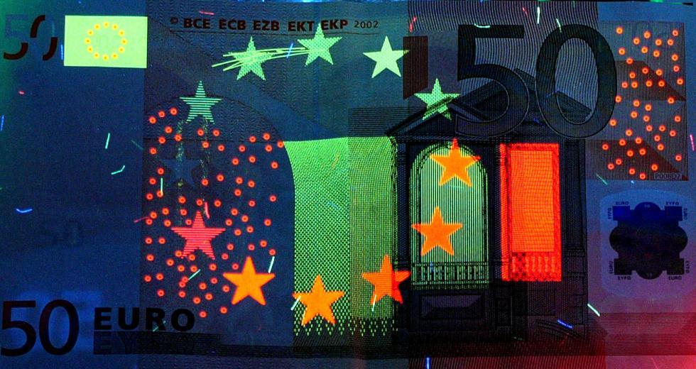 50-Euro-Banknote unter UV-A-Licht