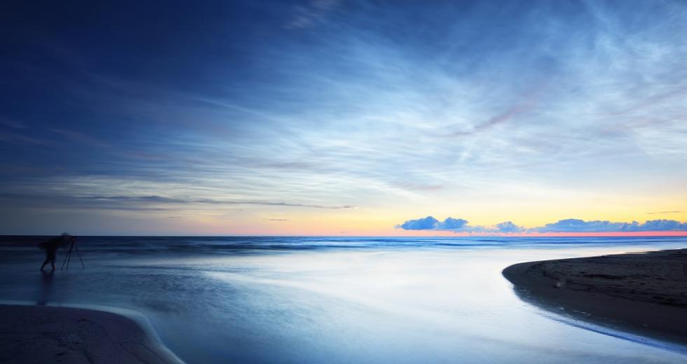 Dämmerung an der sommerlichen Ostseeküste