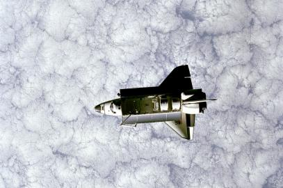 Blick auf das Space Shuttle im Weltraum