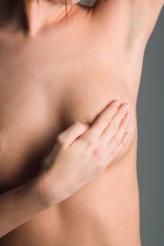 Frau bei Brustkrebskontrolle