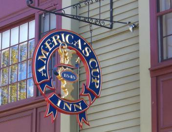 Im Kolonialstil: das America's Cup Inn im historischen Stadtkern