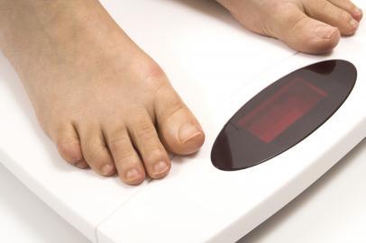 Mit jedem Kilo mehr auf der Waage wächst das Risiko, zuckerkrank zu werden.
