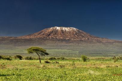 Der Kilimanjaro (auch Kilimandscharo) in Tansania, Ostafrika