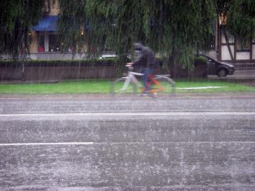 Radler im Regen