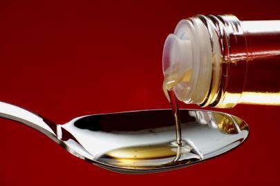 Speiseöl auf Löffel