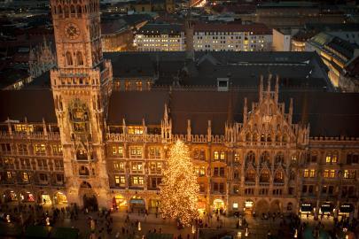 Christkindlmarkt vor den neuen Rathaus am Münchener Marienplatz
