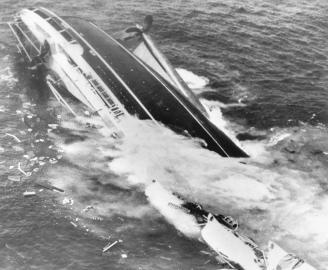"""Die """"Andrea Doria"""" sinkt."""