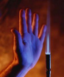 Hand an Flamme