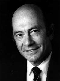 Manfred Wörner sitzt Affäre aus