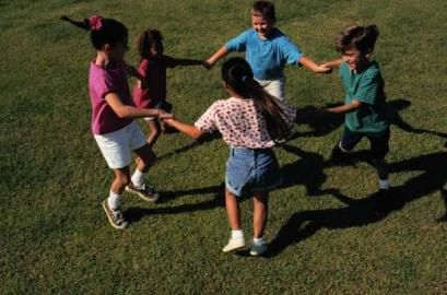 Kinder, spielen, Ringelreihen, Jungen und Mädchen