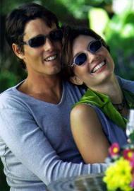 Paar, Mann und Frau, lächelnd verliebt, Sonnenbrillen