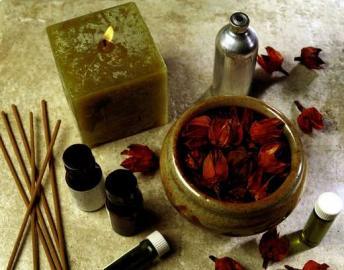 Räucherwerk, Duftessenzen, Kosmetik, Kerze