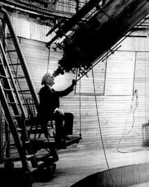 Percival Lowell mit Teleskop