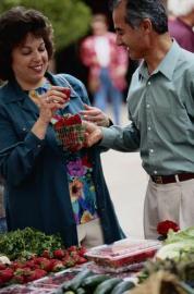 einkaufen, Nahrungsmittel, Erdbeeeren, Partnerschaft
