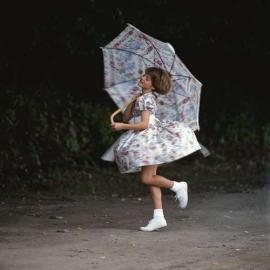 Mädchen, Sonnenschirm, Sommerkleid, tanzen