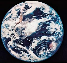 1987 / Glasfaser / 1967: Satellitenaufnahme von der Erde