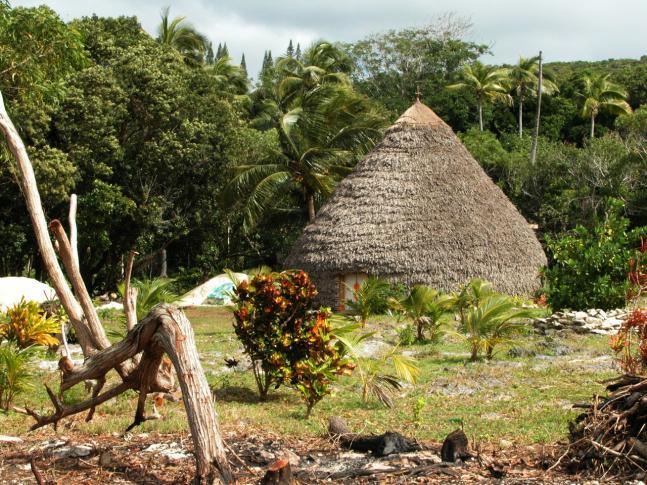 Ein Wohnhaus (Case)  auf Lifou, Neukaledonien