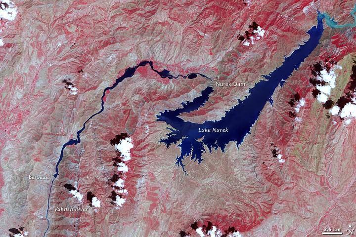 Talsperren und Stauseen: Nurek-Staudamm