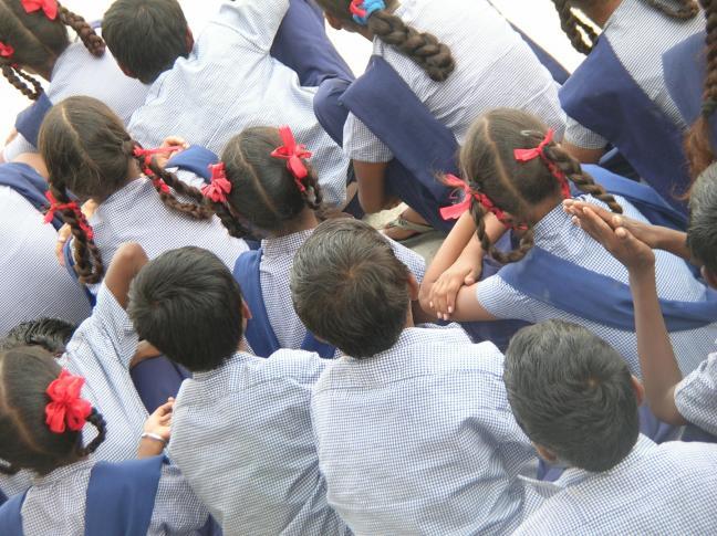 Schulkleidung als Mittel gegen Markenfetischismus und Mobbing