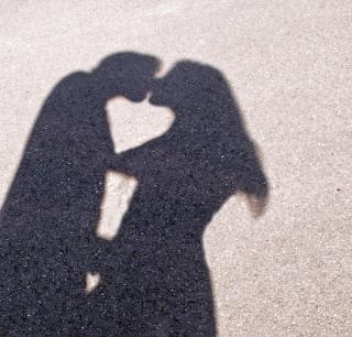 Teenager küssen sich