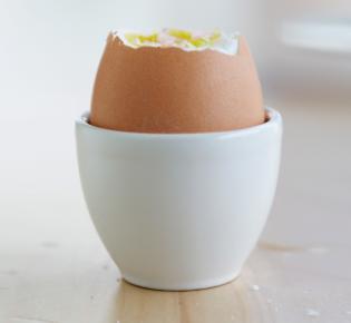 Ei im Eierbecher