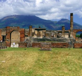 Ruinen von Pompej vor dem Vesuv